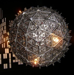 1024px-2000_times_square_ball_at_waterford