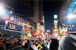 1920px-New_Years_Eve_1999-2000_-_Times_Square