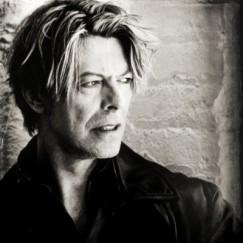 David-Bowie-00s-david-bowie-37030347-900-900-400x400