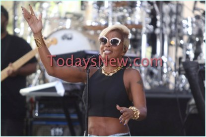 Mary J.Blige peforming on NBC ''Today'' Show at Rockefeller Plaza